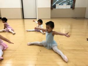 12月24日オンカルチャークラブ東雲店 ベビークラス(2才、3才バレエ・歌・読み聞かせ・お話づくり)