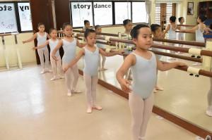6月1日土曜サファイアクラス(6歳~9歳クラシックバレエ)