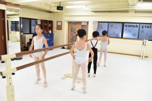 2月28日金曜サファイアクラス(6歳~9歳クラシックバレエ)