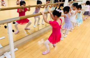 2月24日イオンカルチャークラブ東雲店ストロベリーAクラス(2歳、3歳バレエ・歌・読み聞かせ・お話創り)