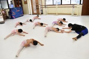 2月28日金曜英語ルビークラス(3~6歳バレエ・歌・読み聞かせ・お話創り)